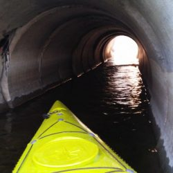 Kajak pod mostem
